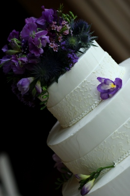 wedding cake, with flowers