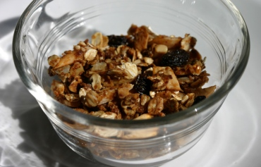 granola with raisins, cashews & almonds
