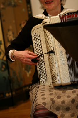 Baguette Quartette, accordion player