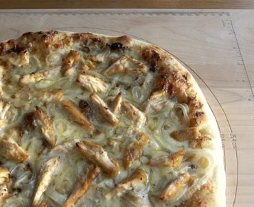 chicken chutney pizza